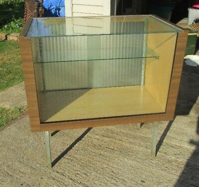 MID CENTURY MODERN SHOWCASE / DISPLAY CABINET- local pick up in OHIO only