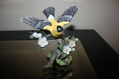 "Maruri USA Fine Porcelain Figurine - SONGBIRDS of BEAUTY - Yellow Finch""1991"""
