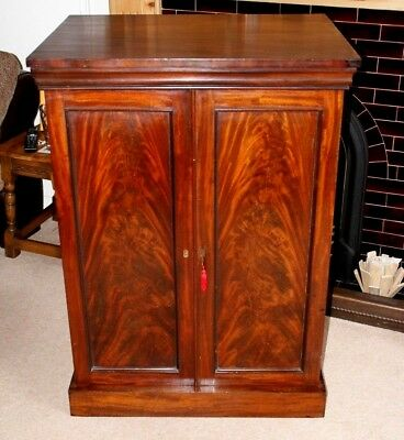 An Elegant Mahogany Victorian Shelved Cupboard/cabinet, Great Storage