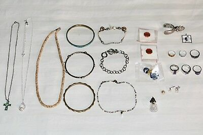 Large Lot of Vintage Costume Jewelry Necklaces Bracelets Pins Earrings Rings 🔥