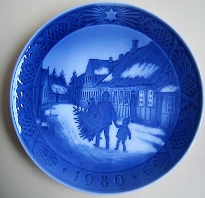 Royal Copenhagen WEIHNACHTSTELLER 1980 - BRINGING HOME THE CHRISTMAS TREE