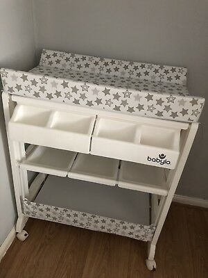 Babylo baby changing table / station with bath and storage