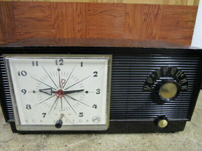 Vintage 1956 RCA Victor Clock Tube Radio Model 6 - C - 5