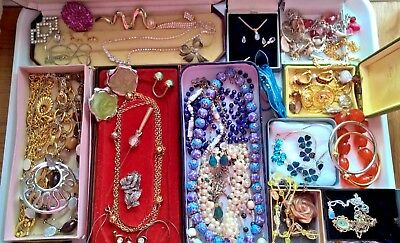Mixed Jewellery - Vintage, some old and modern. All wearable Boxes included..