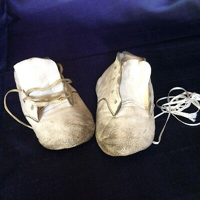 Vintage Baby Deer white leather shoes size 2