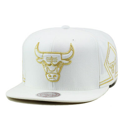 546a39e0f00 Mitchell   Ness Chicago Bulls Snapback Hat All White Gold Two Patches