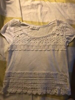a65584937138cd ABERCROMBIE AND FITCH White Cotton Lace And Embroidered Top Size M ...
