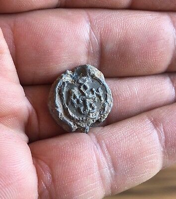 BYZANTINE LEAD SEAL/ BLEISIEGEL, WITH CRUCIFORM MONOGRAM IN EITHER SIDE (6th c.)