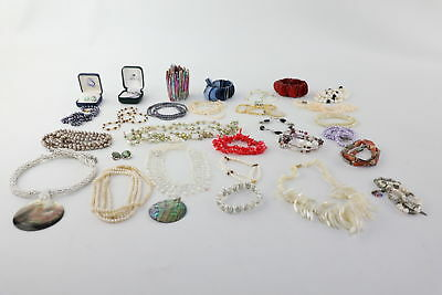 30 vintage PEARL & Mother of Pearl jewellery inc. stunning necklaces & bracelets