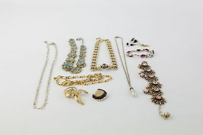 10 pieces of VINTAGE BRANDED JEWELLERY inc. Sarah Coventry & Monet