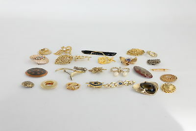 30 x VINTAGE GOLD TONE BROOCHES Inc. Sphinx & Monet Signed