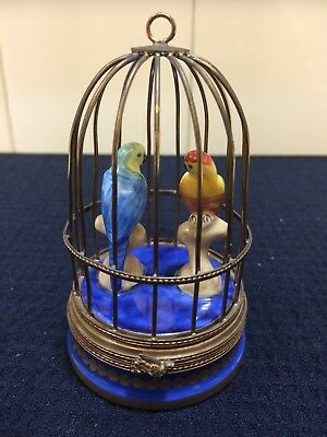 VINTAGE LIMOGES PEINT MAIN Love Birds Parakeets PORCELAIN TRINKET BOX