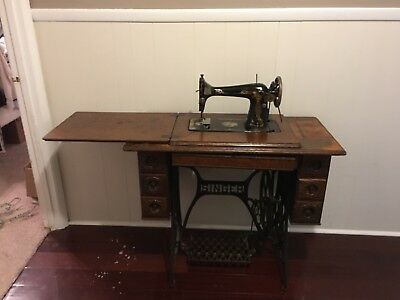 1900's singer antique sewing machine with table in good condition