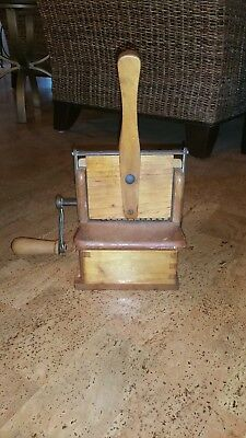 Made In Italy  Crank Wood Box Cheese Grater