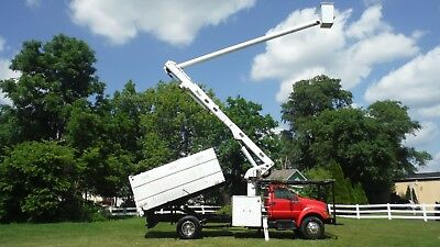 2004 Ford F750 65' Chipper Dump Forestry Bucket truck Boom Over Center 91K Miles