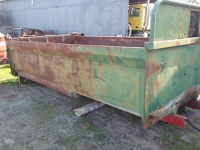 Tipper body with two way tailgate