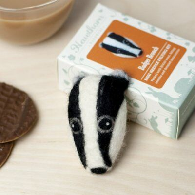BADGER needle felt a brooch kit with instructions