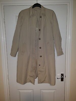 Mens trench coat From London Fog Maincoat Size Medium
