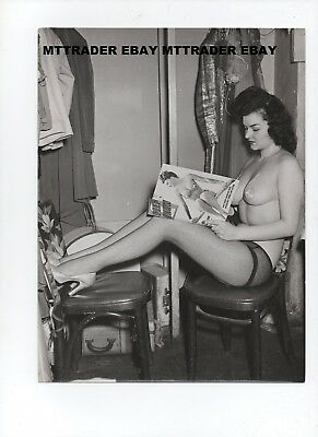 ORIG 1950's BURLESQUE STRIPPER PASTIES FISHNETS RELAXES BACKSTAGE W/ A MAGAZINE
