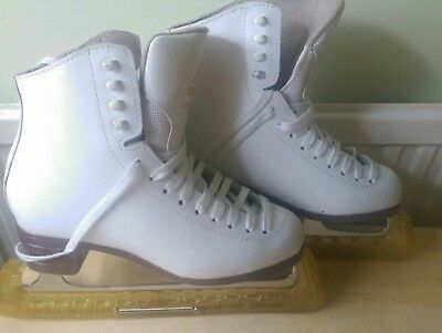 Jackson mystique ladies/ girls figure ice skating leather boots with bag Size 7