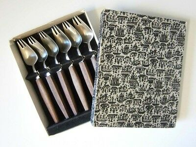VINTAGE BOXED SET of SIX STAINLESS STEEL SPLAYD STYLE CAKE / BUFFET FORKS