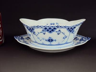 Beautiful 1st quality ROYAL COPENHAGEN HALF LACE BLUE FLUTED SAUCE BOAT 587