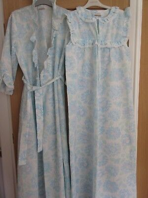 SUPERB VINTAGE 1960's SEERSUCKER NIGHTDRESS AND DRESSING GOWN SET NEVER WORN SIZ