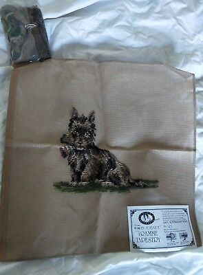 BRAND NEW QUEEN ADELAIDE Trammed TAPESTRY CANVAS & WOOL No. 128 DOG