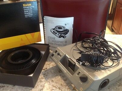 Kodak Carousel Slide Projector 5400 with Carrying Case and Projection Lens
