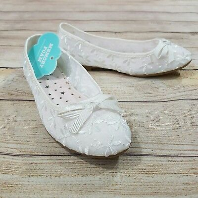 NWT SO Girls Ballet Flats Size 2 Shoes  White Floral Embroidered Bow Memory Foam