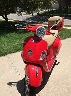 2009 Vespa 250 GTS Scooter Dragon Red Motorcyle Great Condition Low Miles