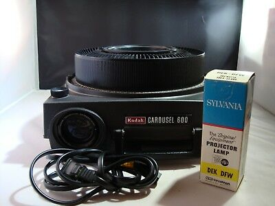 Kodak Carousel 600 35mm Slide Projector with NOS Lamp and 80 ct Tray Tested