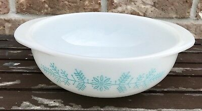 Pyrex 1962 Promotional Turquoise Frost Garland 1.5 qt Round Casserole Bowl  023