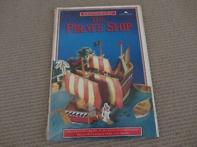 Pop-Up and Play Set - The Pirate Ship Two Plays  + Model + Press-Out Characters