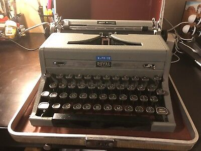 1940S Royal Quiet Deluxe Portable Manual Typewriter