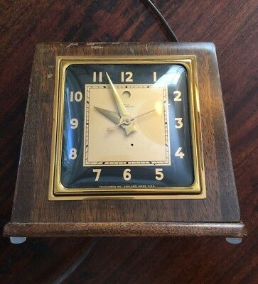 TECHRON CLOCK Vtg Old Mantle Shelf clock works nicely 3H151 Wood & Raised Glass