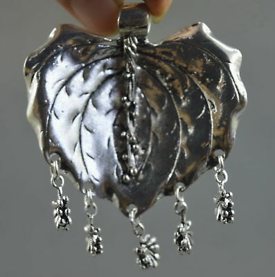 China Collectable Handwork Decorate Miao Silver Carve Leaf & Flower Pendant Gift