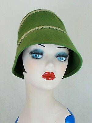 FRENCH VINTAGE UNWORN DEAD STOCK 1940s GREEN  FELT HAT WITH DOUBLE RIBBON TRIM