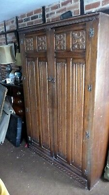 Linen Fold Design Wooden Wardrobe - 20Th Century