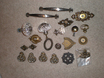 LOT OF VINTAGE DRAWER PULLS, KNOBS, METAL, ROUND vintage or old & SOME HDWR