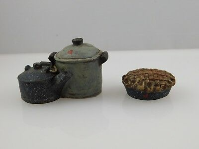 2 Sarah's Attic Figurines - Pie & Pots - 1991