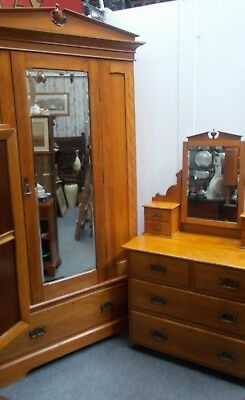 Victorian Bedroom Set Wardrobe Drawer Dressing Table