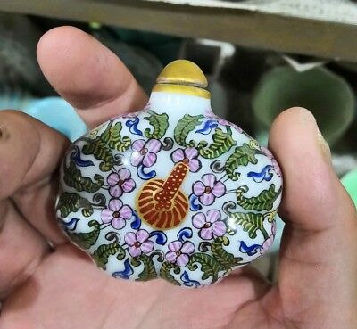 chinese old Jingdezhen Porcelain Hnad Painting flower Snuff Bottle ornament one