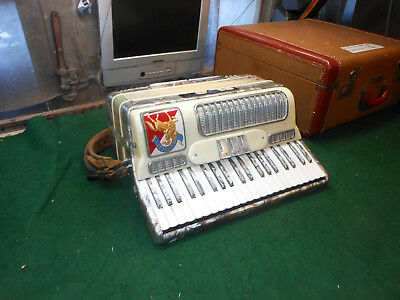 """Nobility by Noble 17"""" keyboard LM vintage Italian accordion"""
