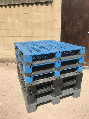Six Plastic Pallets, Very Good Condition