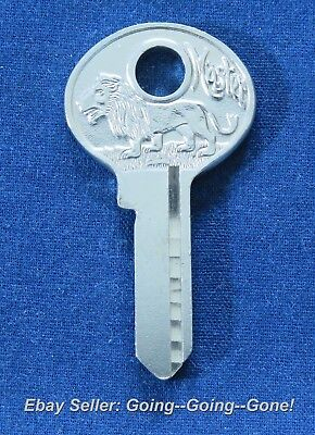 Original Vintage Master Lock Lion Key Blank Tiny Master Lock Key 7K M2 1092B Nos