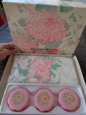 VTG Avon NOS Tender Blossoms Guest Towels & Soaps In Original Box