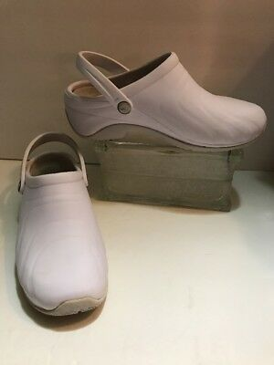 Anywear ~ Clog Shoes ~ Nursing ~ White ~ Sz 7 ~ PREOWNED