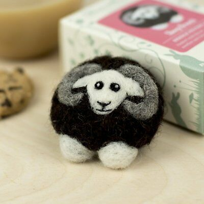 BLACK SHEEP needle felt a brooch kit with instructions