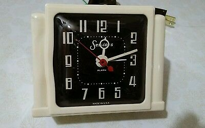 Vintage 1940s Art Deco Sessions 4A Ivory plastic electric mantle clock. WORKING